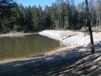 Prostřední rybník; https://lesycr.cz/otuzujte-se-v-prirode-treba-v-obnovenych-babickych-rybnicich/